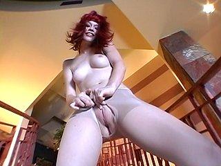 Show privé avec une salope à gros seins